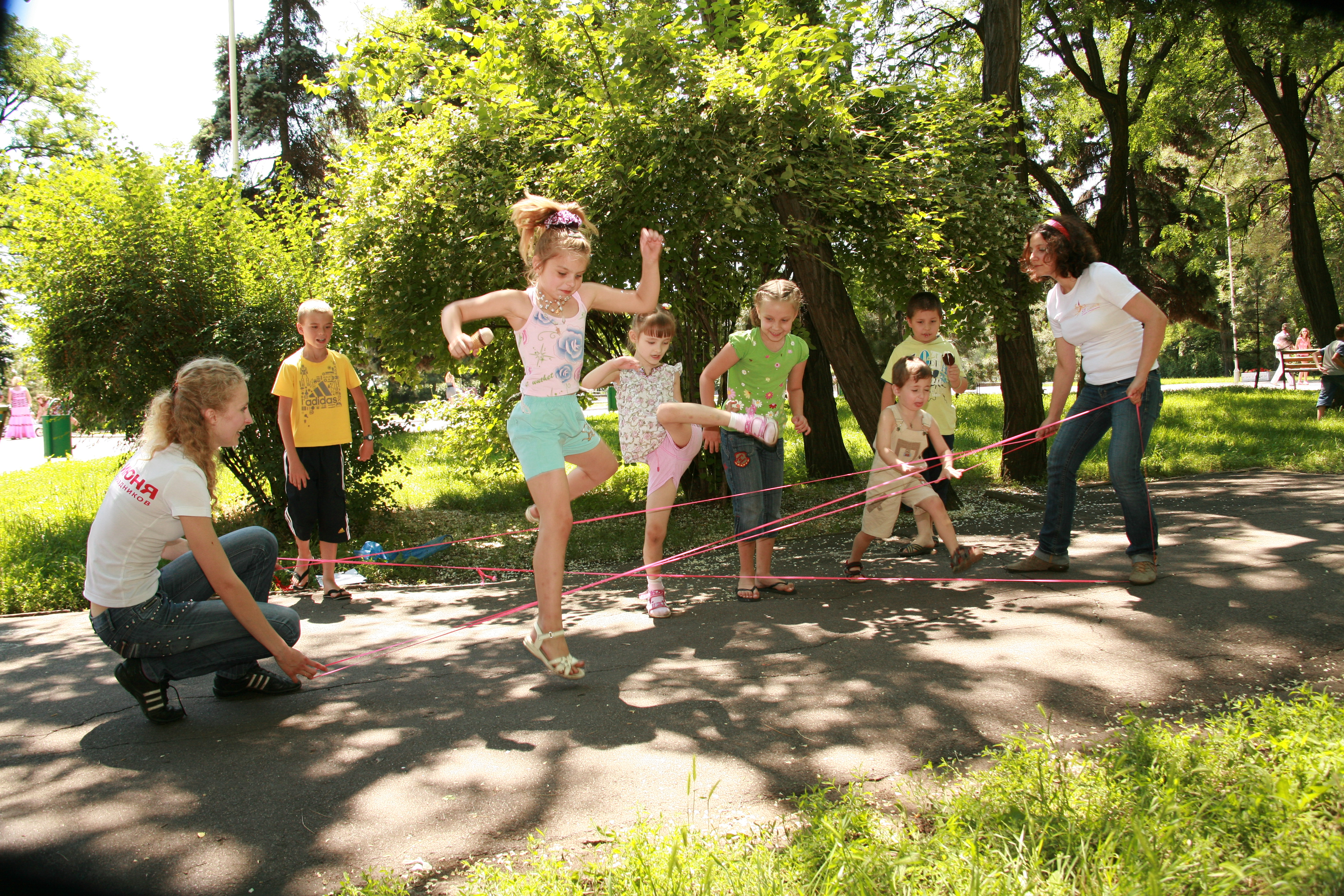 Фото двора с детьми